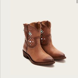 Frye- NWT Studded WesternBilly Stone Short Boots